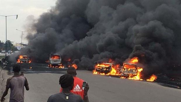 Nigeria: No xe cho dau, it nhat 60 nguoi thuong vong hinh anh 1