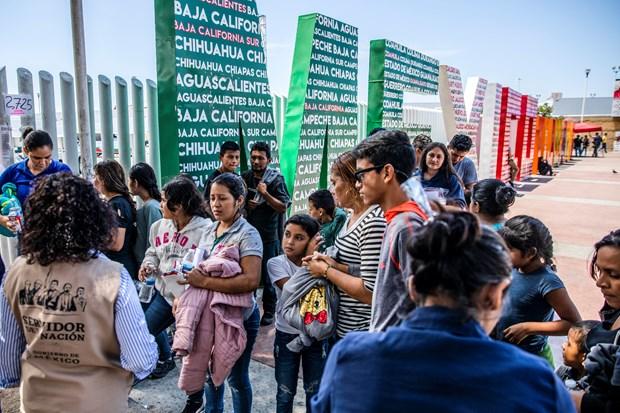 Mexico cuu 150 nguoi di cu bi dua lau tren duong toi My hinh anh 1