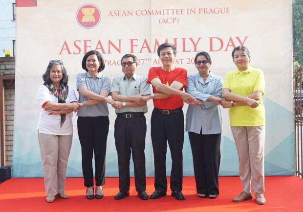 Dai su quan Viet Nam to chuc Ngay Gia dinh ASEAN 2019 tai CH Sec hinh anh 1