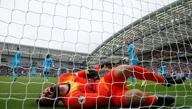 Hugo Lloris gap chan thuong khi Tottenham 'tham bai' truoc Brighton hinh anh 1