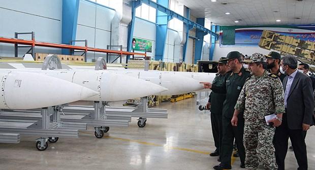 Iran tuyen bo san xuat he thong phong khong laser hinh anh 1