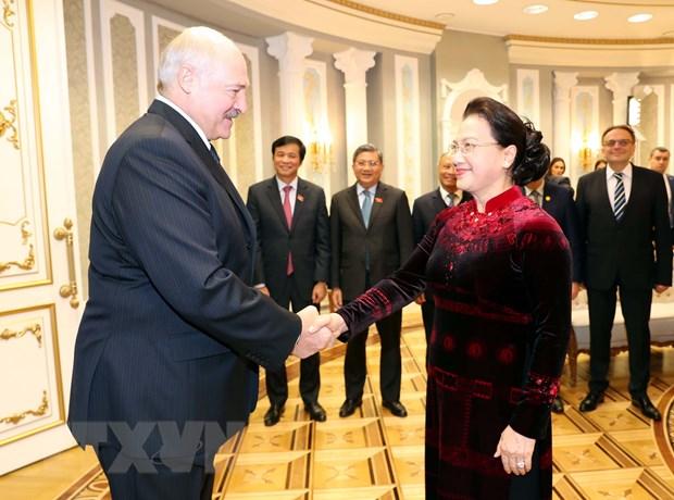 Chu tich Quoc hoi Nguyen Thi Kim Ngan hoi kien Tong thong Belarus hinh anh 1
