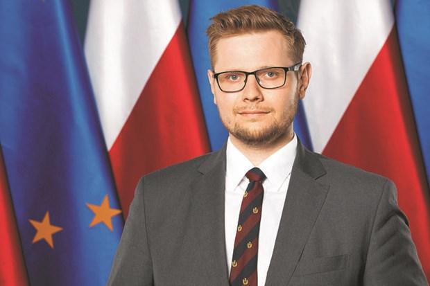 Ba Lan: Bo truong Moi truong nhiem COVID-19, chinh phu phai cach ly hinh anh 1
