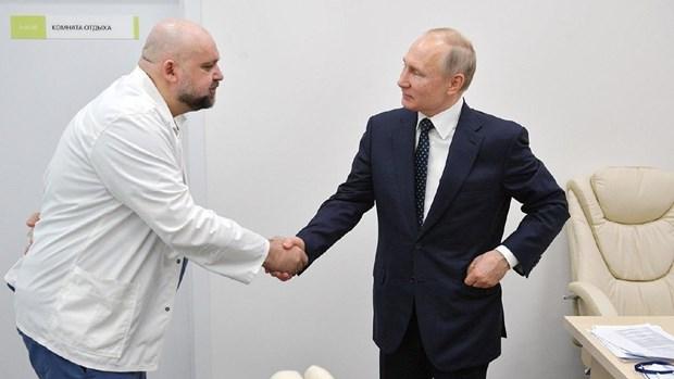 Nga: Mot bac sy tung thap tung Tong thong Putin mac COVID-19 hinh anh 1