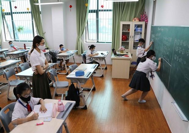 Thủ tướng đồng ý bỏ quy định về giãn cách trong trường học. Ảnh: Thanh Tùng/TTXVN