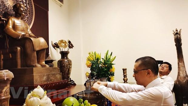 Le dang huong vieng Chu tich Ho Chi Minh tai Campuchia hinh anh 1