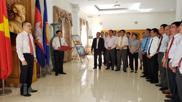 Le dang huong vieng Chu tich Ho Chi Minh tai Campuchia hinh anh 3