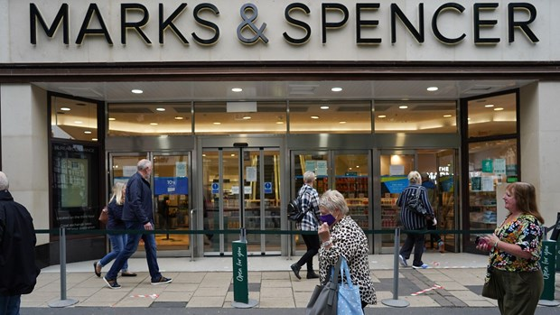 Anh: Marks & Spencer cat giam 7.000 viec lam do dich benh COVID-19 hinh anh 1