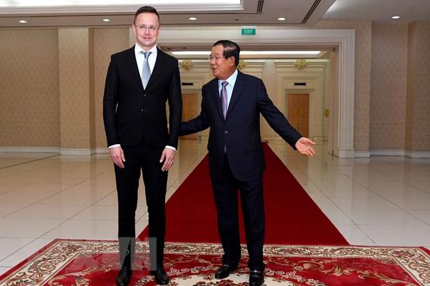 Thu tuong Campuchia yeu cau nguoi tiep xuc quan chuc Hungary cach ly hinh anh 1
