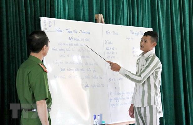 Lop hoc nhan van danh cho nhung phan doi khong may lam loi hinh anh 1