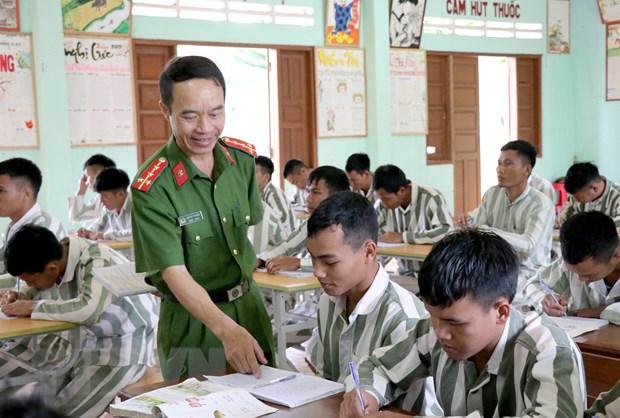 Lop hoc nhan van danh cho nhung phan doi khong may lam loi hinh anh 2