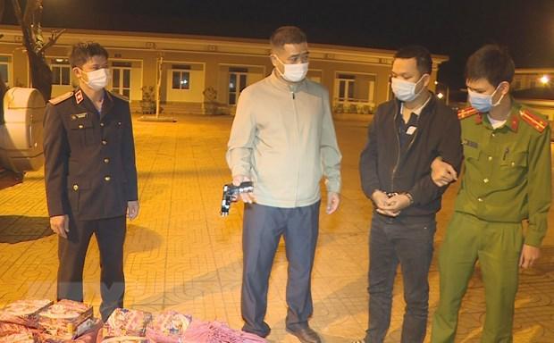 Dak Lak: Xu ly hinh su doi tuong mua ban hang tram kg phao no hinh anh 1
