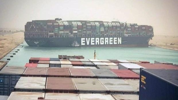 Kenh dao Suez tac nghen do tau container khong lo bi mac can hinh anh 1