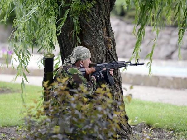 Phong vien Nga bi binh linh Ukraine ban chet tai Donetsk hinh anh 1