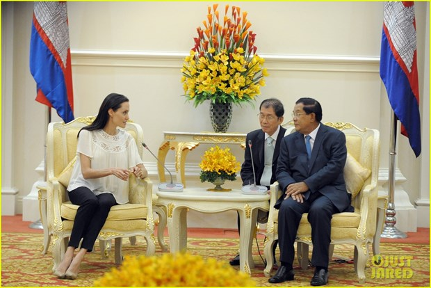 Thu tuong Campuchia ung ho Angelina Jolie lam phim ve Khmer Do hinh anh 1
