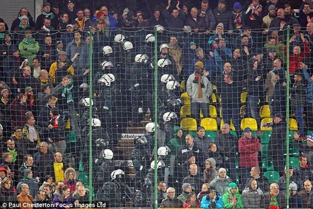 Co dong vien Anh va Litva au da tai luot cuoi vong loai EURO 2016 hinh anh 1