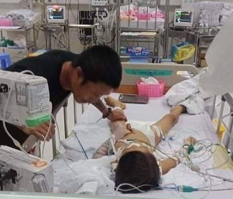 Binh Phuoc: Be 7 tuoi ngung tim, hon me sau ca mo lay dinh nep o tay hinh anh 1