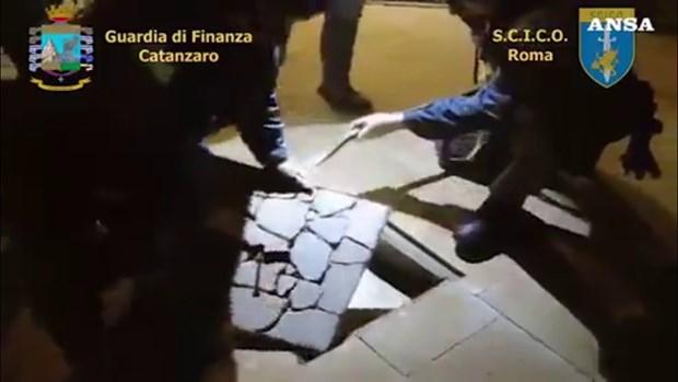 Italy va Thuy Si bat giu 75 doi tuong mafia thuoc to chuc 'Ndrangheta hinh anh 1