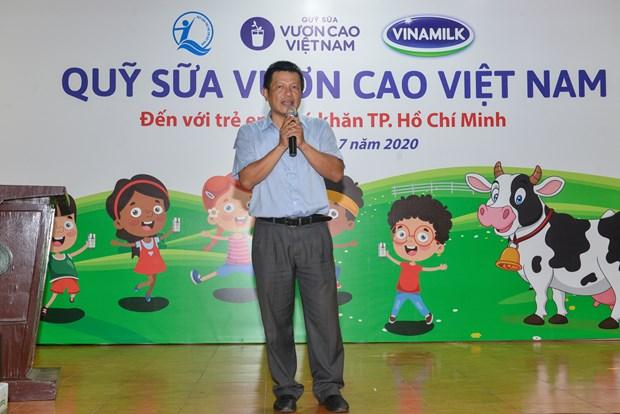 Quy sua Vuon cao Viet Nam va Vinamilk mang niem vui cho tre em TP.HCM hinh anh 4