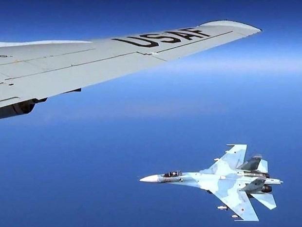 Chien dau co Su-27 cua Nga chan may bay My tren bau troi Bien Den hinh anh 1