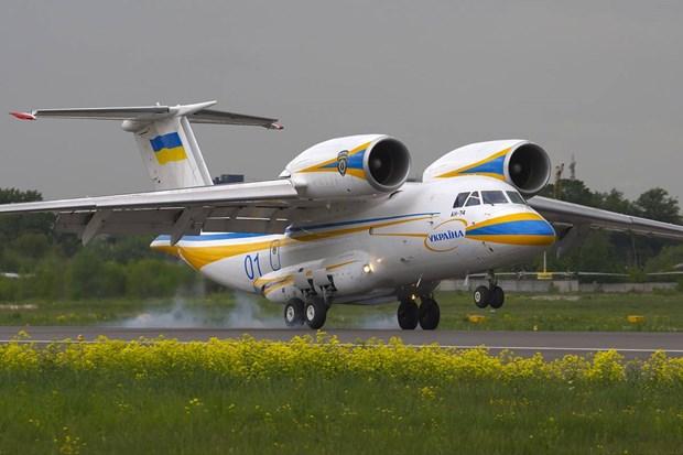 Ukraine xem xet noi lai san xuat may bay van tai hang nhe Antonov-74 hinh anh 1