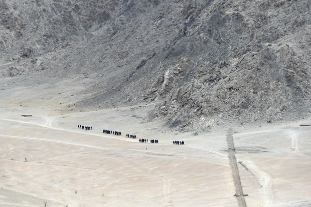 An Do, China rests in the picturesque area in the Himalaya picture 1