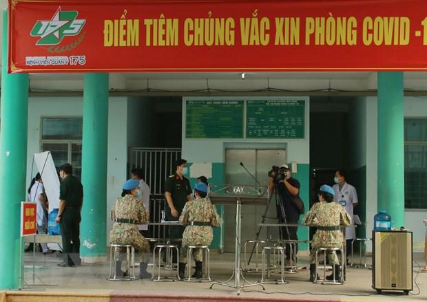 Tiem vaccine COVID-19 cho can bo, chien sy di lam nhiem vu o Nam Sudan hinh anh 2