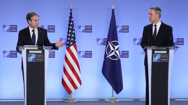 Ngoại trưởng Mỹ Antony Blinken (trái) và Tổng Thư ký NATO Jens Stoltenberg. Ảnh: Reuters