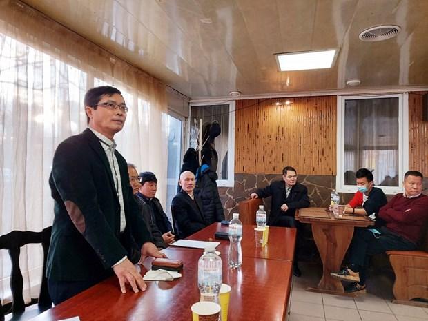 Dai su Nguyen Hong Thach gap go cong dong nguoi Viet tai Nam Ukraine hinh anh 1