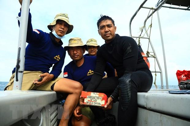 Vu may bay cho khach roi tai Indonesia: Tim thay hop den thu hai hinh anh 1