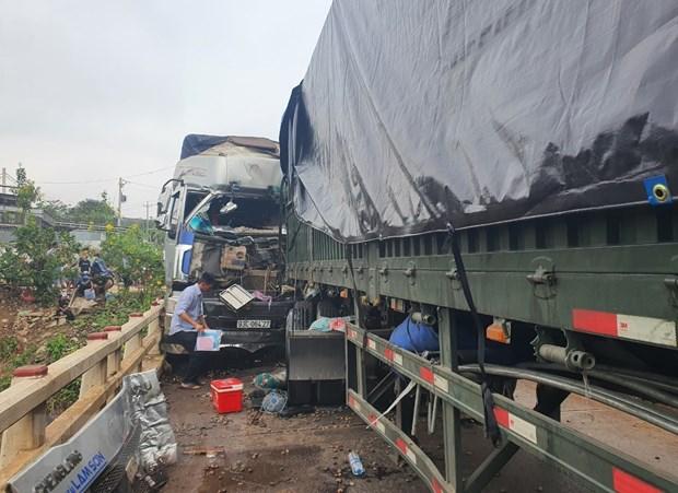 Binh Phuoc: Container dau dau xe tai gay ach tac giao thong hon 5 gio hinh anh 1