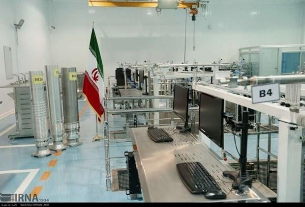 Tong thong Iran tuyen bo bat dau san xuat urani 60% de dap tra Israel hinh anh 1