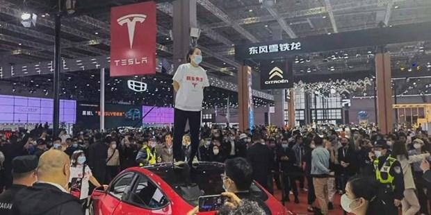 Bi cao buoc thieu an toan, Tesla