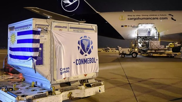 Paraguay, Uruguay tiem vaccine cho cau thu truoc them Copa America hinh anh 1