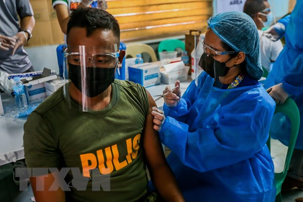 Indonesia co so ca nhiem trong ngay cao, Philippines bi cham vaccine hinh anh 2