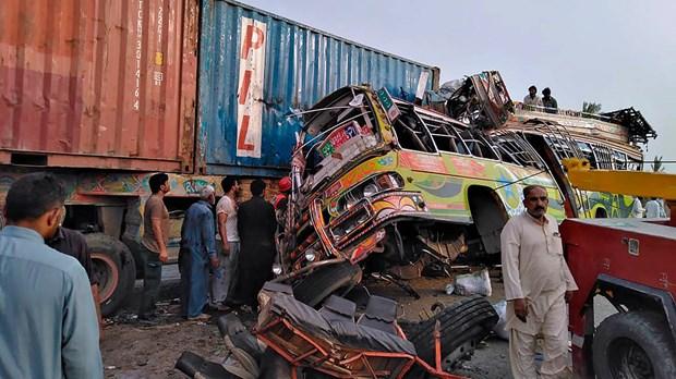 Tai nan xe buyt kinh hoang o Pakistan khien 33 nguoi thiet mang hinh anh 1