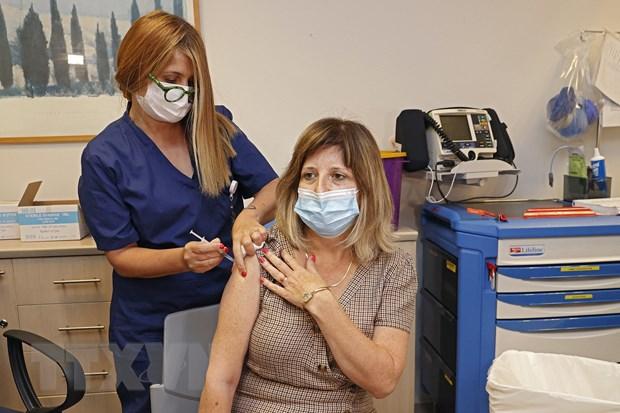 Israel: Vaccine giup ngan ngua 91% so ca mac COVID-19 bien chung nang hinh anh 1