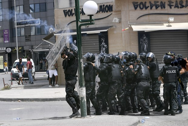 Tunisia trien khai quan doi tai thu do sau khi Quoc hoi bi dinh chi hinh anh 1