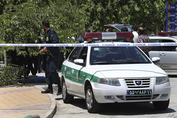 Iran triet pha nhom khung bo quy mo lon, bat giu 36 nghi pham hinh anh 1