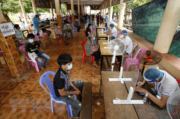 Campuchia trien khai tiem vaccine COVID-19 cho tre em tu 12-17 tuoi hinh anh 1