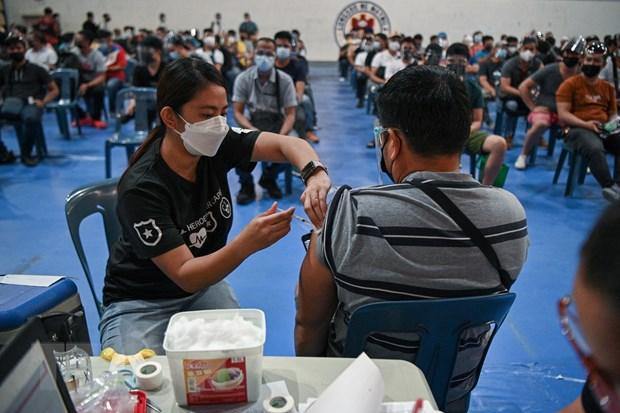 Cac nuoc Dong Nam A tang toc trong no luc bao phu vaccine COVID-19 hinh anh 3