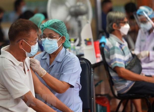 Cac nuoc Dong Nam A tang toc trong no luc bao phu vaccine COVID-19 hinh anh 2
