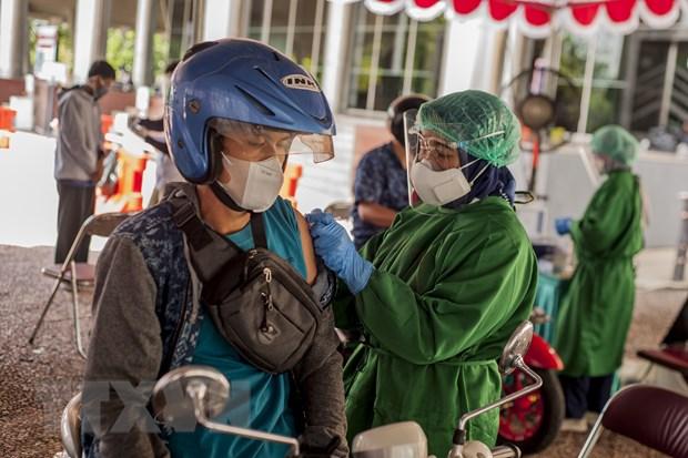 Cac nuoc ASEAN tang toc tiem chung vaccine COVID-19 cho nguoi dan hinh anh 1