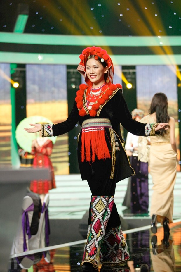 Liveshow 5 Hoa khoi Ao dai Viet Nam: Que Chi ngam ngui dung buoc hinh anh 11