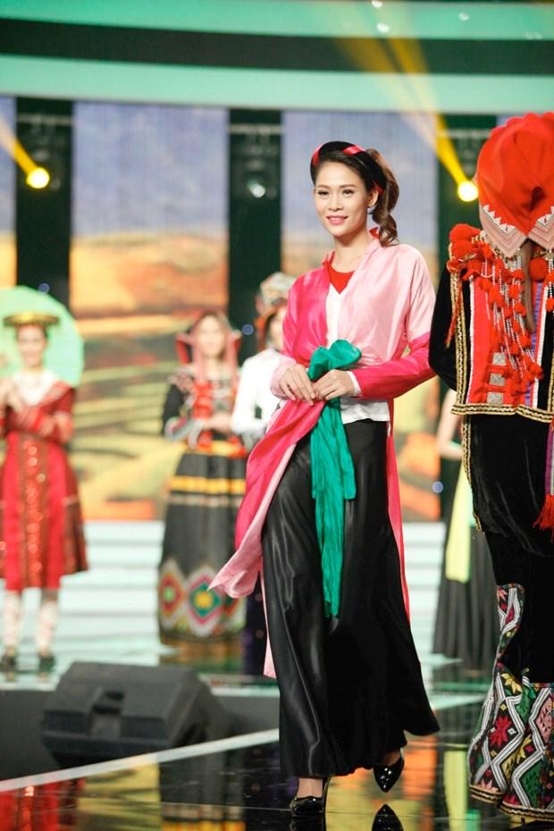 Liveshow 5 Hoa khoi Ao dai Viet Nam: Que Chi ngam ngui dung buoc hinh anh 13