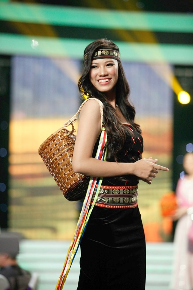 Liveshow 5 Hoa khoi Ao dai Viet Nam: Que Chi ngam ngui dung buoc hinh anh 14