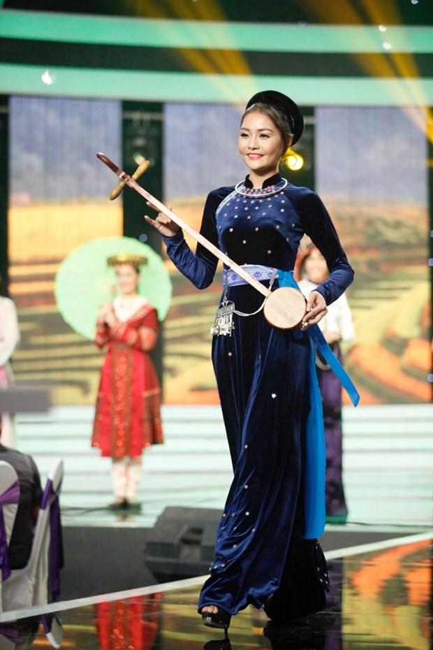 Liveshow 5 Hoa khoi Ao dai Viet Nam: Que Chi ngam ngui dung buoc hinh anh 15