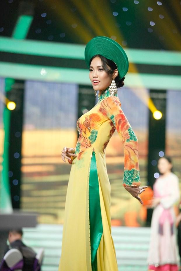 Liveshow 5 Hoa khoi Ao dai Viet Nam: Que Chi ngam ngui dung buoc hinh anh 7