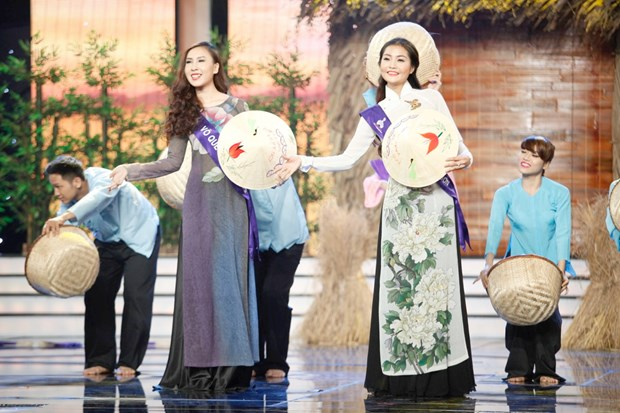 Liveshow 5 Hoa khoi Ao dai Viet Nam: Que Chi ngam ngui dung buoc hinh anh 8