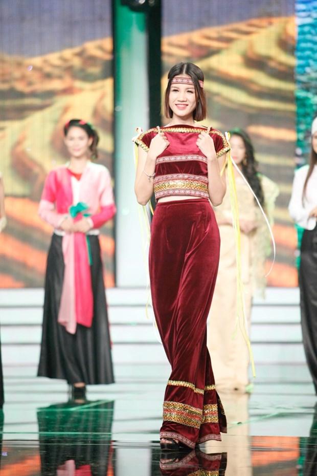 Liveshow 5 Hoa khoi Ao dai Viet Nam: Que Chi ngam ngui dung buoc hinh anh 19